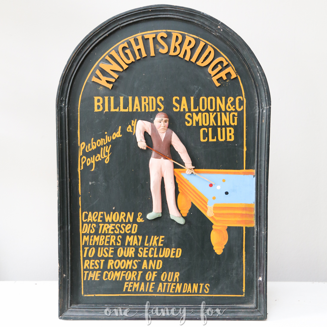 """Pub-Schild """"Billiard"""" mieten bei One Fancy Fox, Verleih für Geschirr, Dekoration und Vintage in Berlin"""