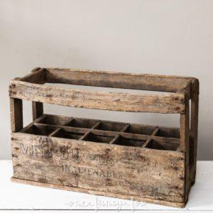 Alte Weinkiste und Holzkiste, Vintage im Hochzeitsverleih bei One Fnacy Fox
