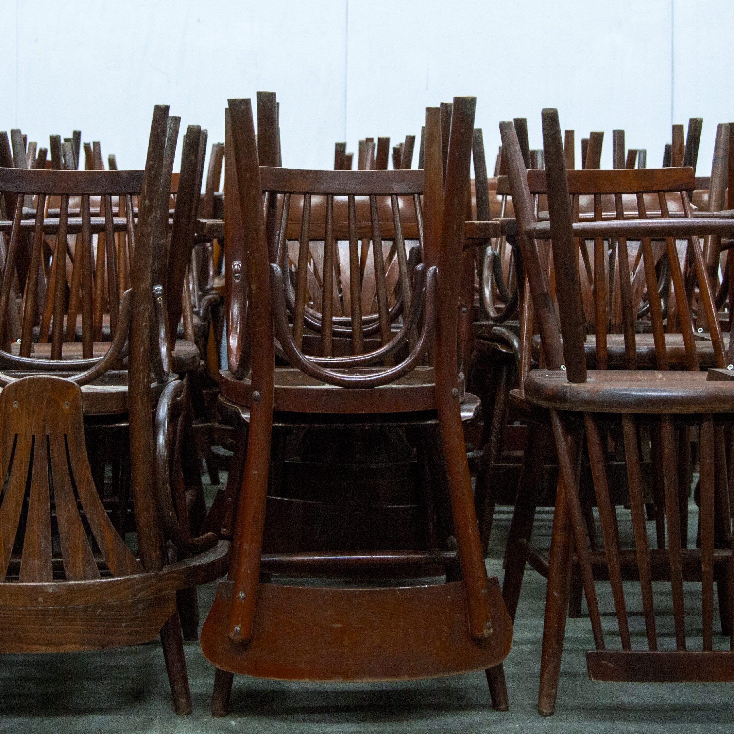 Stühle_zusammen