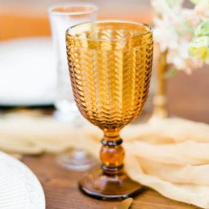 Wasserglas Senf Weinkelch Amber mieten
